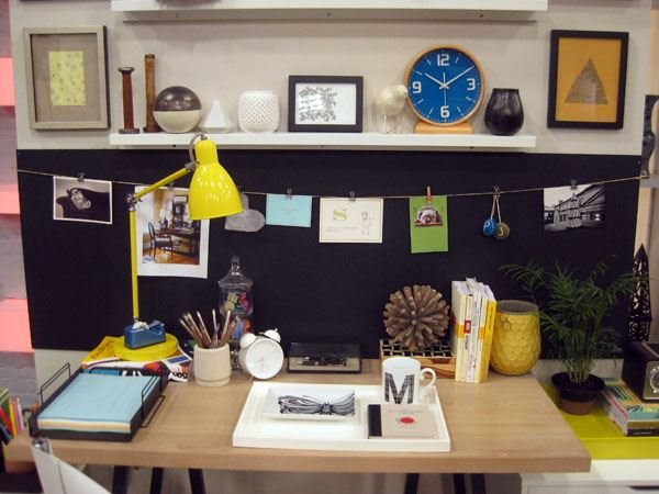 Interior decoration in your office office supply hut for How to decorate your office desk